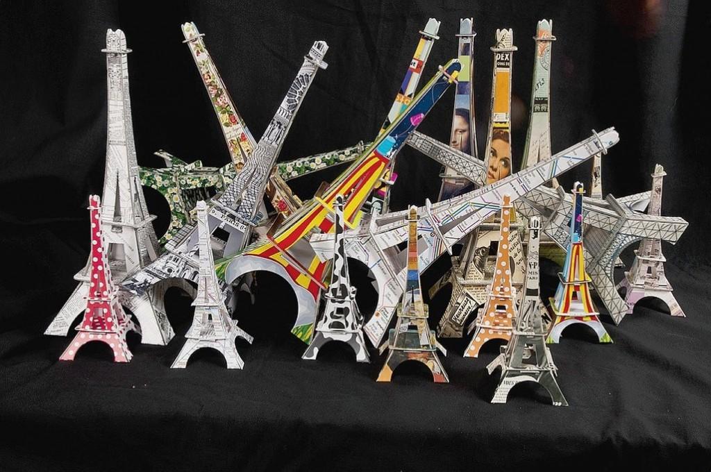 La plume de Louise/Une tour Eiffel à la maison !