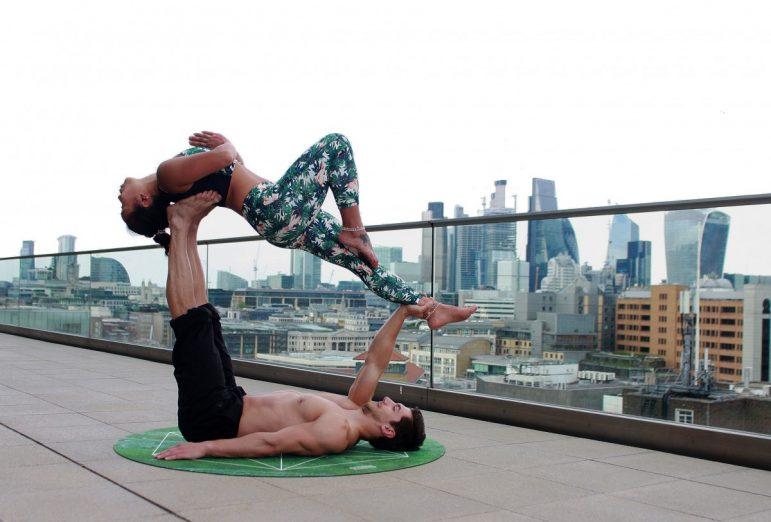 Les bénéfices du yoga en couple