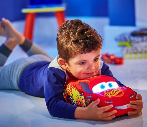 Cars illumine et caline les nuits de mon petit ! #Go Glow Pal Disney