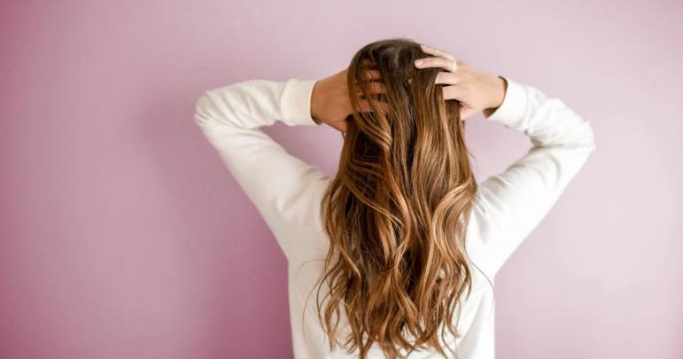 Les bonnes pratiques pour avoir des cheveux longs en bonne santé